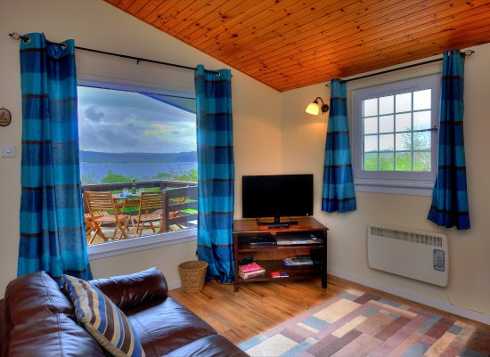 Appin, UK: Otter Holt Lodge and view