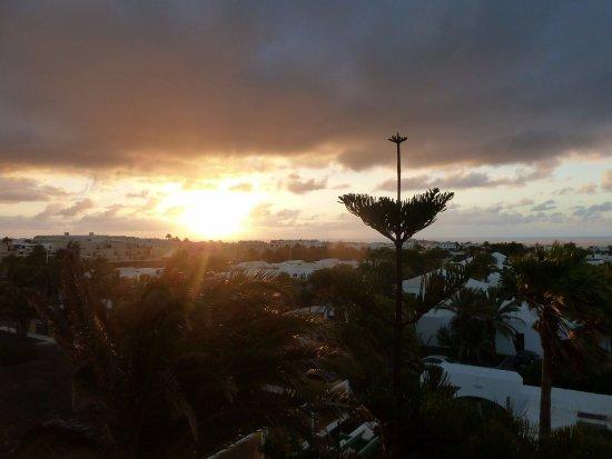 Residencia Golf y Mar: Sunrise from balcony (top floor)