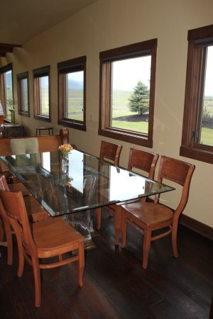 Eureka, MT: Dining area