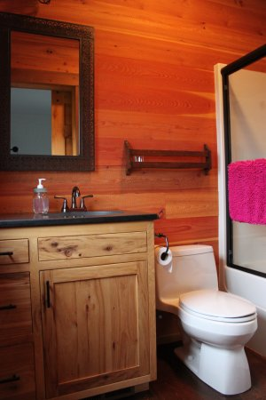 Eureka, MT: En-suite bathroom