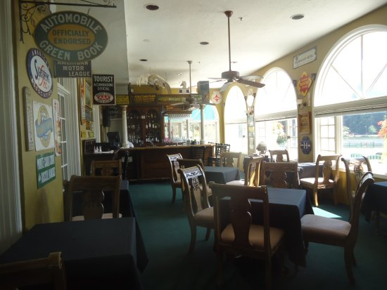 Lake Lure, NC: Bar in hotel