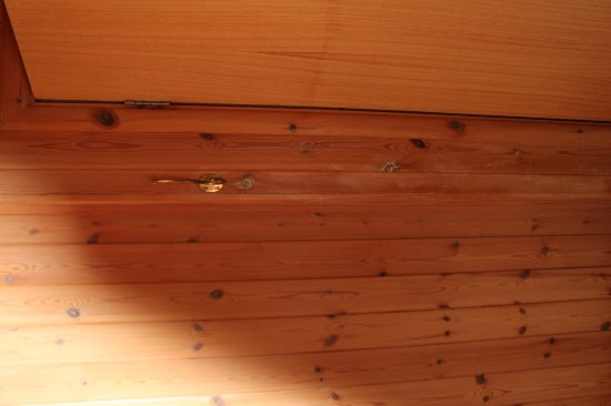 Portscatho, UK: Warn varnish in bedroom