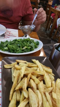 Taverna Othonas: chips and green salad leaves