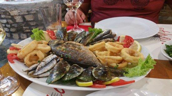 Taverna Othonas: Fish Platter