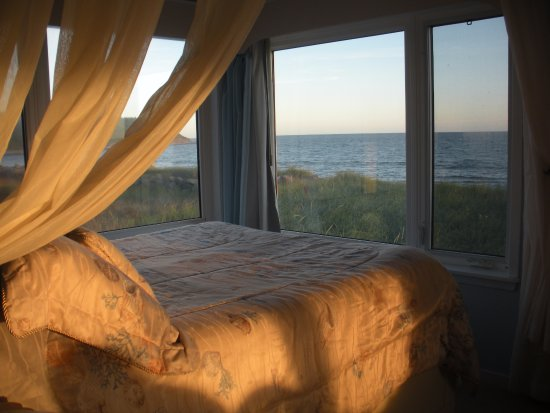 East Lawrencetown, Канада: Bed with a view of the ocean