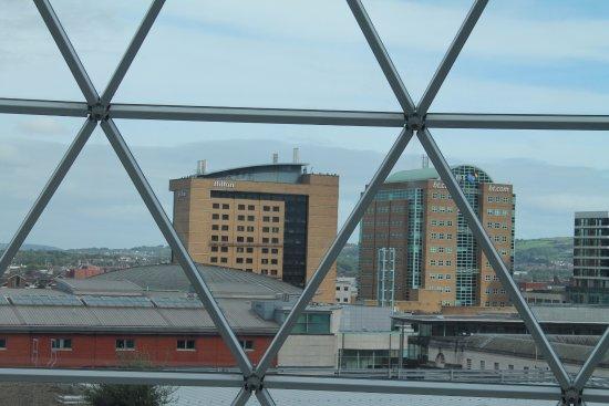 โรงแรมฮิลตัน เบลฟาสท์: View from Victoria Centre dome.