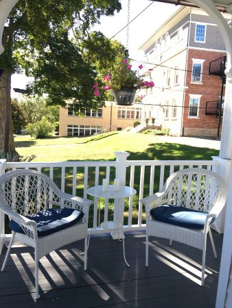 New Milford, CT: Wrap around porch