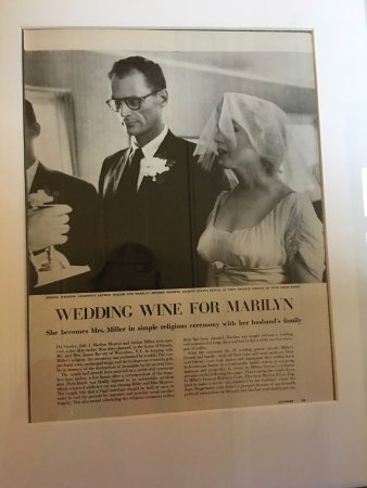 New Milford, CT: Marilyn Monroe room newspaper information