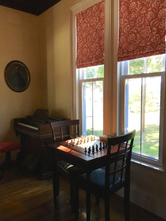 New Milford, CT: Chess table and old player