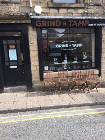 Ramsbottom, UK: Grind & Tamp