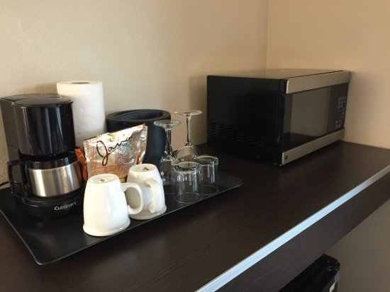 Hyatt House Seattle/Bellevue: Microwave and Coffee Pot