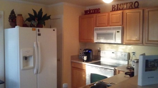 Milledgeville, GA: Pool cottage kitchen