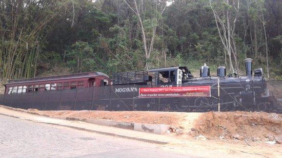 Socorro: locomotiva e vagao da antiga Mogiana que servia a regiao