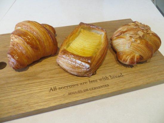 Markham, Canadá: Regular, Apple and Almond Croissants. Flawless!