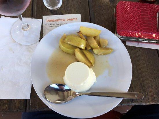 McLaren Vale, Australië: Locally made yogurt with Spiced apples.