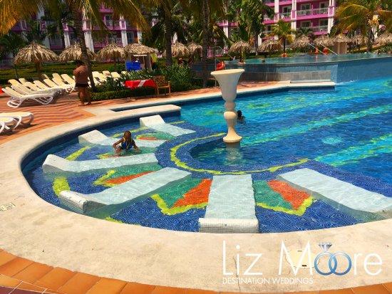 Bon Hotel Riu Ocho Rios: Lounge Chairs In Pool Area
