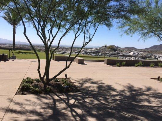 Buckeye, AZ : lots of outdoor room to stroll