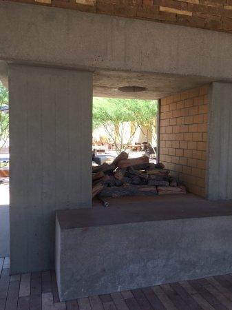 Buckeye, AZ : impressive gas fire at the entry