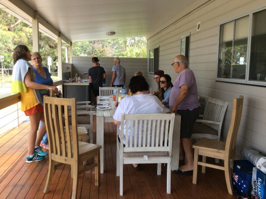 Huskisson, Australia: Friends for a BBQ on the balcony of our cabin across from the beach.