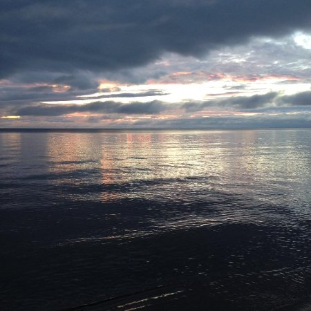 Solglimt Bed & Breakfast: Sunrise on Lake Superior