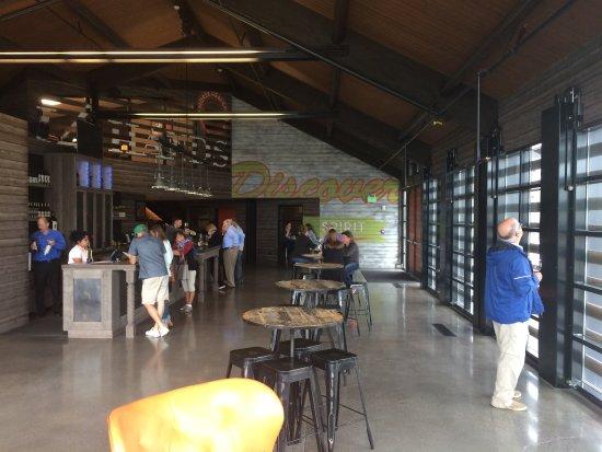 Prosser, WA: Inside of tasting area...