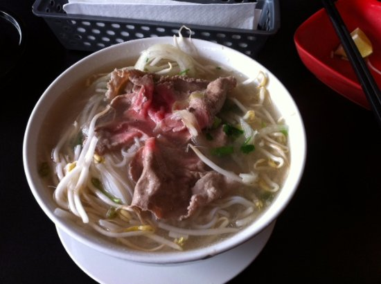 Burnaby, Kanada: pho with beef & bean spouts
