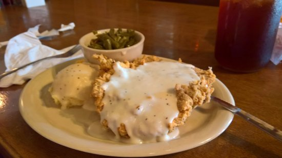 Roanoke, Техас: Chicken Fried steak with two sides, lunch portion