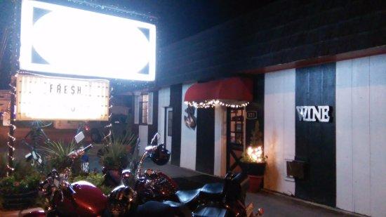 Luke's Cafe : Outside