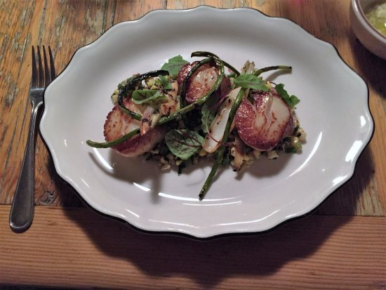 Scallops on charred corn $36 Picture of Garde Manger Montreal