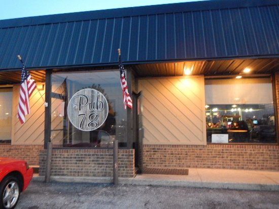 Dyersburg, Τενεσί: A selection of entrées at Pub 78