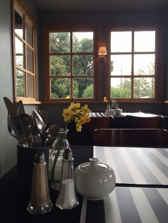 Kaikoura Boutique Hotel: Breakfast in the dining room