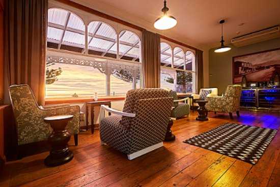 Kaikoura Boutique Hotel: Guest lounge / wine bar