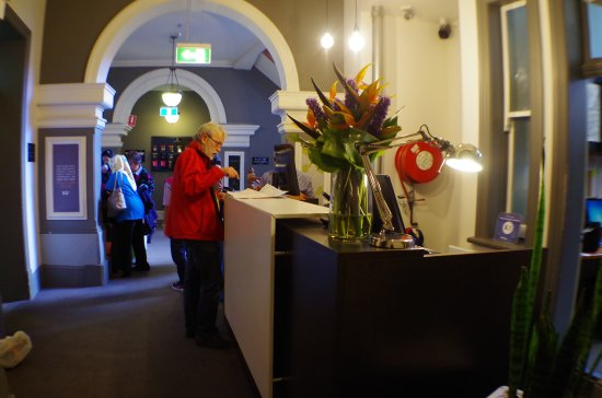 Pensione Hotel Sydney - by 8Hotels: The Reception Counter is at lst floor