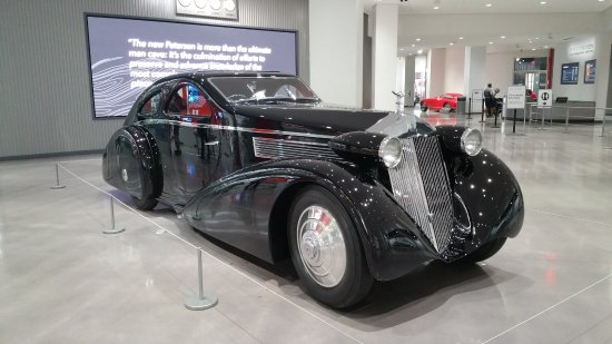 Petersen Automotive Museum : The photograph does no justice to the majesty of this Rolls.
