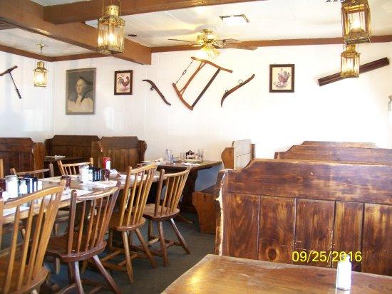 Arcola, IL: seating area
