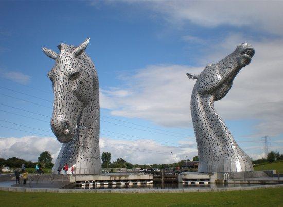 Falkirk, UK: HUGE horse head statues