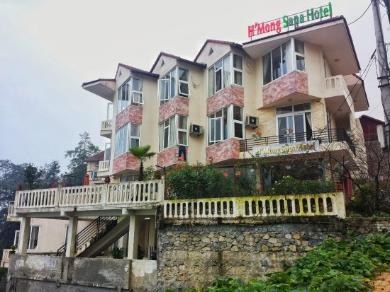 H'Mong Sapa Hotel : from the outside - quite nice til you get to your room