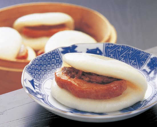 Iwasaki Honpo Honten: 長崎角煮まんじゅう