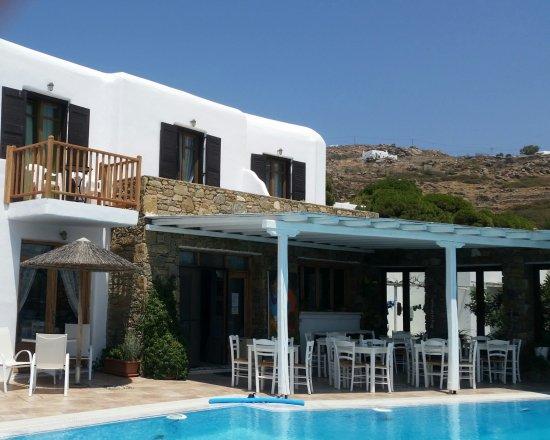 Tourlos, Hellas: Outside breakfast area