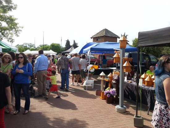 Fort Saskatchewan, Canada: Crowds at the Farmers Market