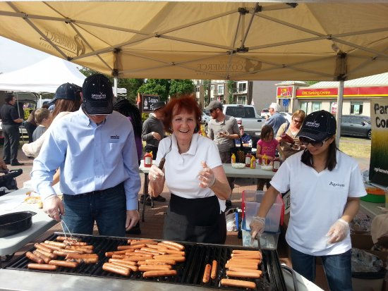 Fort Saskatchewan, Canada: Free Hotdogs at the 1st Market of the year