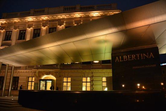 Albertina : by night