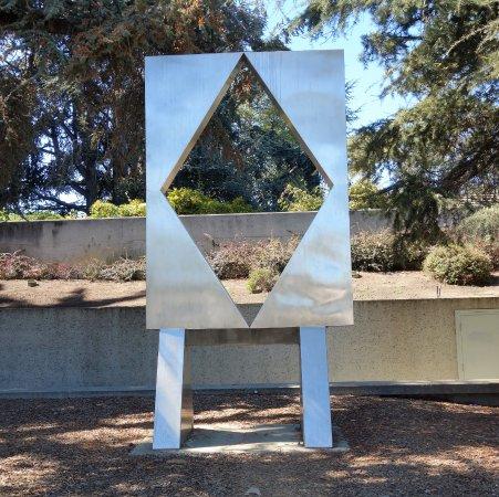 Oakland, Kaliforniya: Ouotside Sculpture