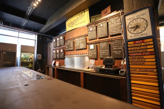 Annandale, Australien: Our 12 tap brewery bar