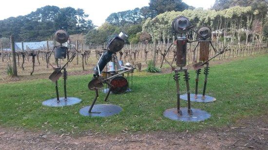 Rosebud, Australie : The annual Scarecrow festival is a popular attraction at Red Hill in spring on our wine tours.