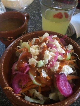 Mercado Centro - San Miguel De Allende: Estos son los tacos ahogados de carne deshebrada, ahogados en un caldo deliciosamente sazonado!!