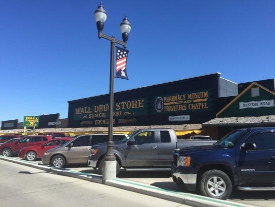 Wall, Dakota del Sur: It always seems busy but plenty of parking