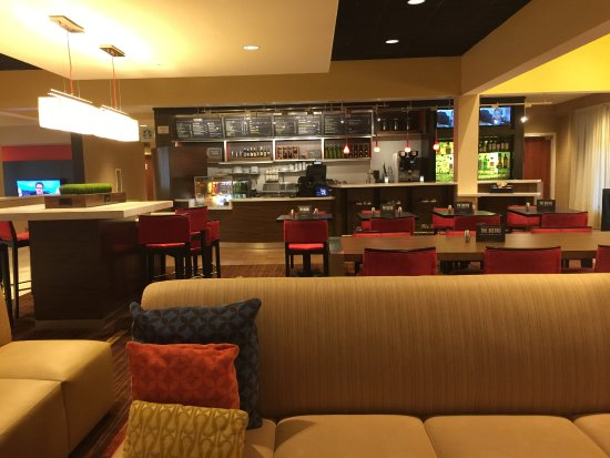 Bedford, TX : Bistro in the lobby