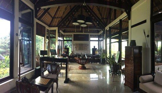 Banyan Tree Bintan: Library and Reception area
