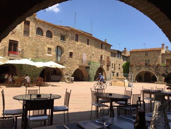 Monells, สเปน: Beautiful lunch spot